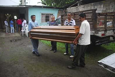 Mujer es asesinada frente a sus hijas