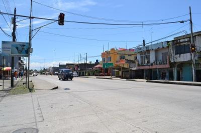 Delincuentes asaltan un local comercial en vía a El Carmen
