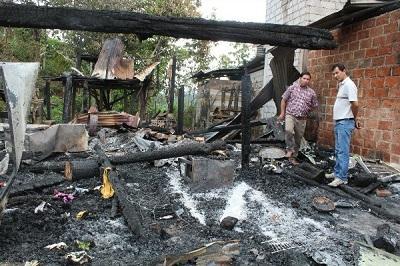 Coordinan ayuda para dos familias perjudicadas por incendio