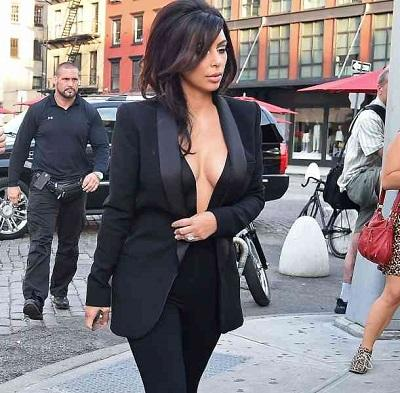 Kim Kardashian presume de su excelente figura con un sexy vestido