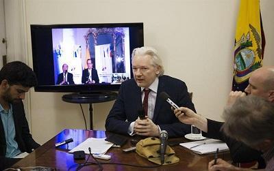 Ecuador renueva su apoyo a Assange y él asegura que no se rendirá