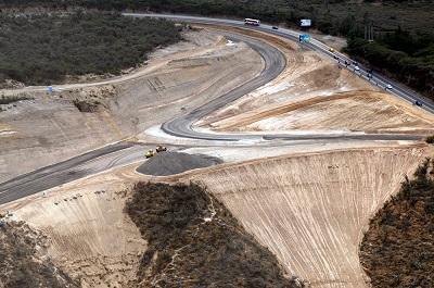Cobrarán peaje en nueva vía que conduce al aeropuerto en Tababela