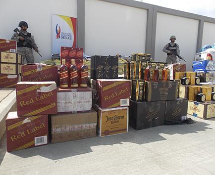 Decomisan mercadería en Manabí