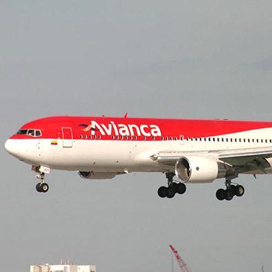 Un hombre violento obliga a  Desviar avión