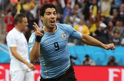Uruguay venció 2-1 a Inglaterra con goles de Luis Suárez