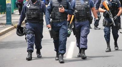 Policía es asesinado a machetazos en El Salvador