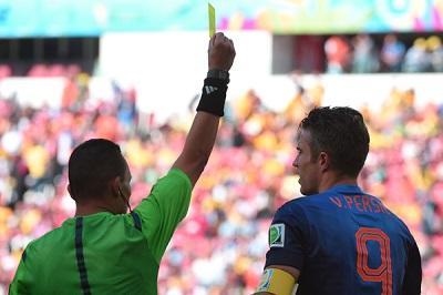 Van Persie, Cahill, Pepe y Song sancionados con un partido de suspensión