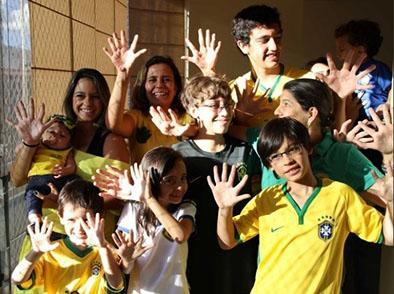Familia con seis dedos espera que Brasil logre su sexta copa mundial