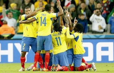 ¡EL SUEÑO CONTINÚA! Ecuador venció 2-1 a Honduras en el Arena Da Baxaida