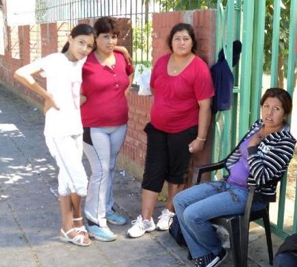enfermeras se encadenan en hospital por huelga