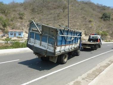 Desprendimiento de cajón de un camión dejó ocho heridos