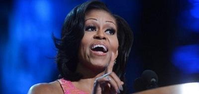 Michelle Obama anima a las chicas jóvenes a negociar duro y darse a valer