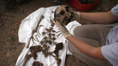 Descubren fosas comunes de inmigrantes en un cementerio de Texas