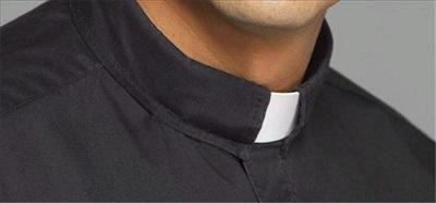 Un sacerdote transgénero preside ceremonia en catedral Washington