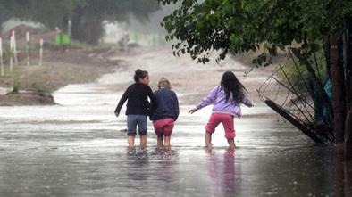 Al menos cinco mil evacuados por la crecida del río Paraguay