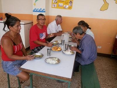 Un comedor acoge a 120 personas