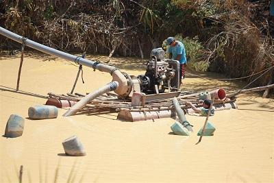 Perú planea erradicar minería ilegal a fines de 2014