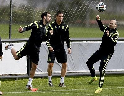 España completa su último entrenamiento en Cajú sin Piqué