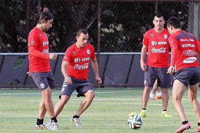 Chile entrena en Sao Paulo y Arturo Vidal apunta al banquillo contra Holanda