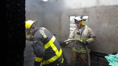 Mujer de la tercera edad perdió todos sus bienes en un incendio