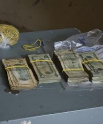 Detienen a presuntos ladrones de una caja fuerte de la CNEL