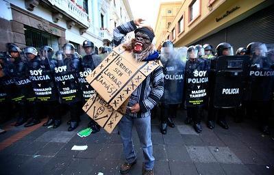 Con incidentes concluyen las marchas de sindicatos y el Gobierno en Ecuador