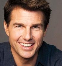 Tom Cruise filma una película y le paga a la gente para que no lo miren