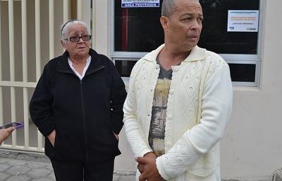 Cuerpo de guayaquileña es retirado de la morgue del Centro Forense de Santo Domingo