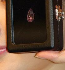 Un diamante rosa lidera la subasta de joyas de Sotheby's en Hong Kong