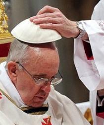 Subastan un solideo del Papa con fines benéficos