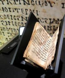 Un pequeño libro de 1.200 años crea expectativa