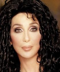 La cantante Cher es demandada por discriminación racial