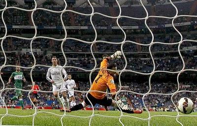 Cristiano Ronaldo marca cuatro tantos en goleada del Real Madrid ante el Elche