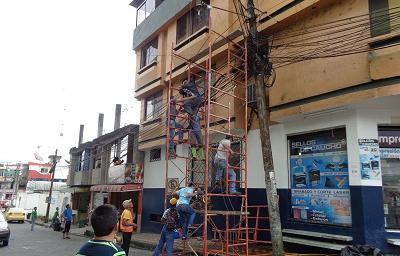 Hombre se salva de morir luego de caer sobre cables de alta tensión