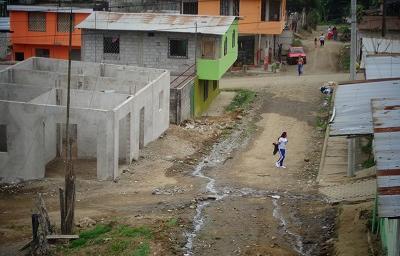 Obras básicas con escasas en el barrio 14 de Junio de Santo Domingo