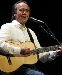 Serrat celebra 50 años en los escenarios con una gira mundial