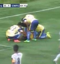 Un futbolista muere al celebrar un gol con varias piruetas (Video)