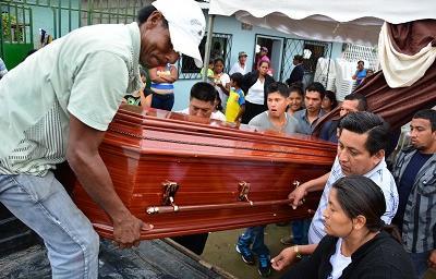 Sepultan hoy a hombres que murieron aplastados por un deslizamiento de tierra
