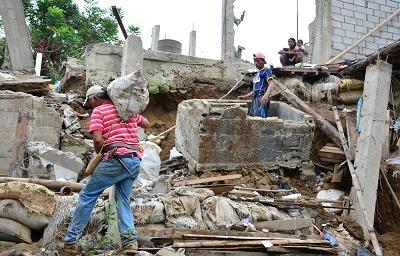 Derrumbe en Santo Domingo dejó sin casa a doce personas