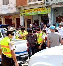 Audaz asalto en las afueras de un banco de Chone