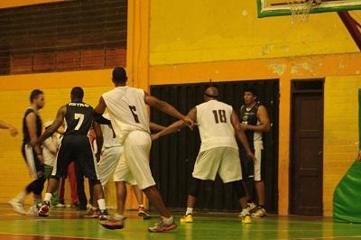 Guerreros de Neumane enfrenta a Deportes Guayas por los cuartos de final