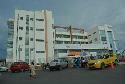 Policía allana dos locales comerciales en Santo Domingo