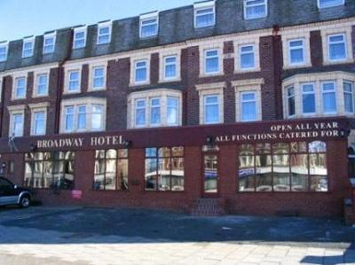 Cobran a pareja por criticar a un hotel en Inglaterra