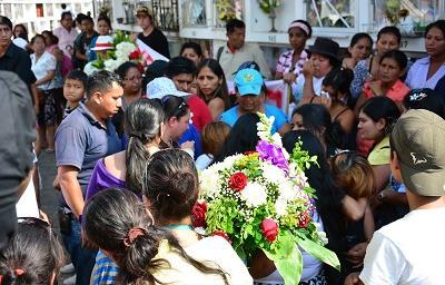 Sepultan a mujer asesinada presuntamente por su exesposo en Santo Domingo