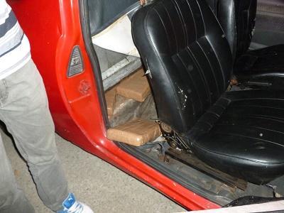 Hallan 11 ladrillos de droga en el interior de una camioneta