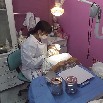 Cirugía bucal permite crear nueva sonrisa en una semana