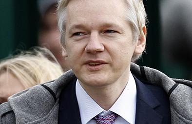 Mantienen orden de arresto contra Julian Assange