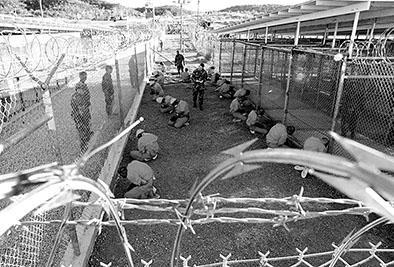 Transfieren a cinco presos de Guantánamo