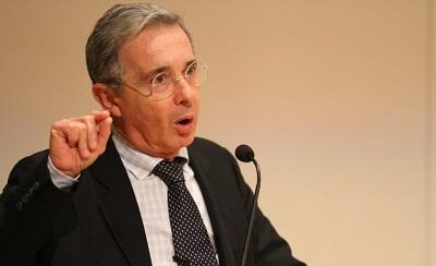 Investigarán a expresidente Uribe por filtrar secuestro de general en Twitter