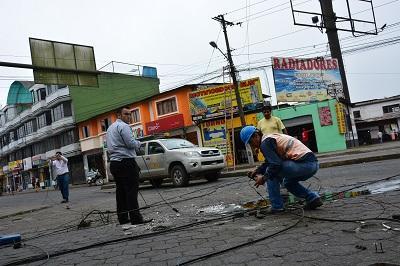Caída de poste generó caos en Santo Domingo